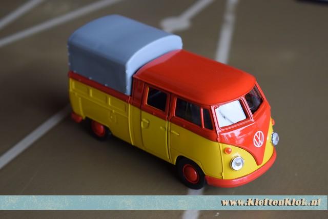 Rood/gele doka spijlbus model - miniatuur 1:43